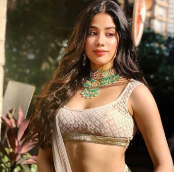 Janhvi Kapoor Kept Commenting On This Actor's Instagram Photos So That He Can Notice Her