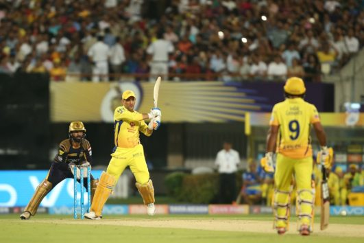 Video Fan Breaches Security To Meet MS Dhoni While Murali Vijay Gives A Priceless Reaction