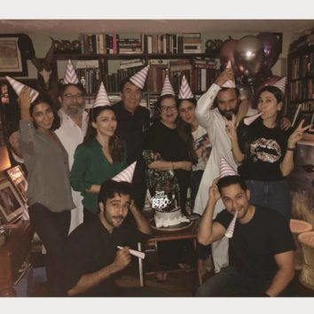Inside Pictures Kareena Kapoor Khan Turns 38, Saif, Karisma And Family Ring In Style