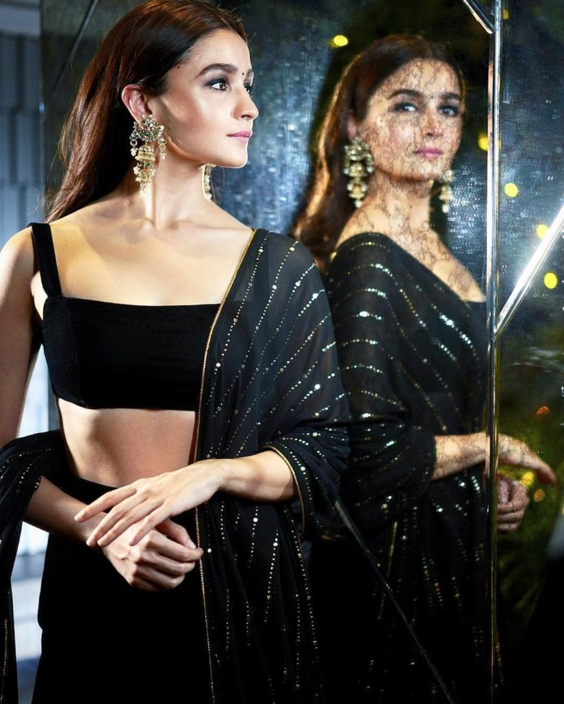 Courteously To All The Beautiful Ladies, Alia Bhatt Was The Best Dressed Celeb At Shahrukh Khan's Big Diwali Bash (7)