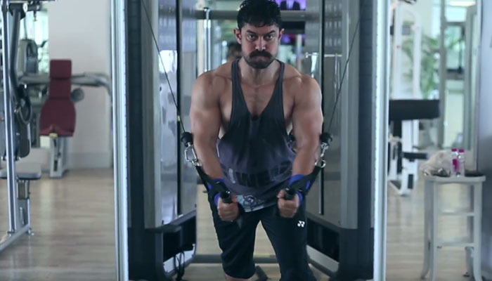 Aamir Khan Makes A Bizarre Revelation Of Taking His Own Tiffin At A Party Hosted Shahrukh Khan.
